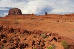 Formazioni rocciose con la collina di Merrick nei precedenti Fotografia Stock Libera da Diritti