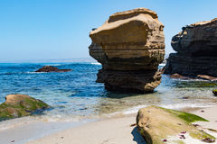 Formazioni rocciose ed erosione di Cliffside a La Jolla, California Immagini Stock