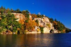 Formazioni rocciose nel lago Minnewaska. Fotografia Stock