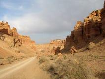 Formazioni rocciose nel parco nazionale di Charyn del canyon (Sharyn) Immagini Stock