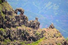 Formazioni rocciose sul bordo della scogliera Fotografia Stock Libera da Diritti