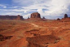 Formazioni rocciose in valle del monumento con un cielo tempestoso Fotografie Stock Libere da Diritti
