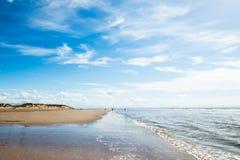 Formby strand nära Liverpool på en solig dag Arkivfoto