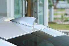 Forme aérienne d'aileron de requin d'antenne de GPS sur une voiture Image libre de droits