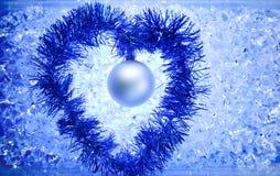 Forme argentée de coeur de tresse de babiole de Noël Photographie stock