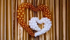 Forme colorée de coeur de ballons d'intérieur Image stock