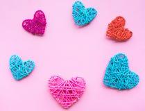 Forme colorée de coeur diy sur le fond rose Image stock