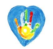 Forme colorée de main à l'intérieur de d'un coeur Photos libres de droits