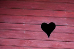 Forme d'amour sur un mur de grange Photographie stock libre de droits