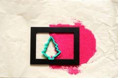 Forme d'arbre de Noël et sable rouge Photographie stock