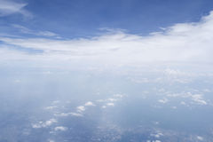 Forme de ciel l'avion Photos stock