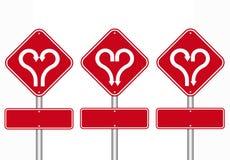 Forme de coeur avec le panneau routier de flèche Photographie stock libre de droits