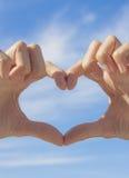 Forme de coeur constituée par des mains Photographie stock
