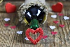 Forme de coeur d'amour de vin de table Image libre de droits