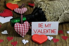 Forme de coeur d'amour de vin de table Images stock