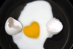 forme de coeur d'oeufs Image stock