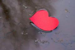 Forme de coeur dans le courant de l'eau Photos libres de droits
