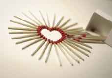 Forme de coeur des allumettes image stock