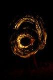 Forme de coeur des bougies brûlantes au sol sur un fond de Images libres de droits