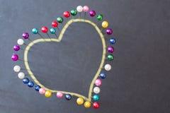 Forme de coeur des goupilles colorées Photos libres de droits