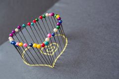 Forme de coeur des goupilles colorées Images libres de droits