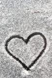 Forme de coeur dessinée avec la neige Image libre de droits