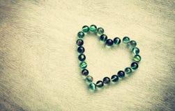 Forme de coeur faite à partir des marbres avec l'effet de vintage. concept de jour de valentines ou concept de mariage. pièce pour Photos stock