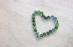 Forme de coeur faite à partir des marbres avec l'effet de vintage. concept de jour de valentines ou concept de mariage. pièce pour Photo libre de droits