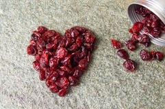 Forme de coeur faite de fruits secs de canneberge Photo libre de droits