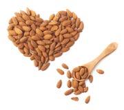 Forme de coeur faite de graines d'amande Images stock