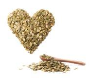 Forme de coeur faite de graines de citrouille Image stock