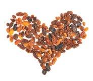 Forme de coeur faite de raisins secs secs de fruits Photos stock