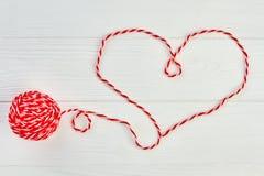 Forme de coeur de fil de laine rouge Photographie stock