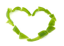 Forme de coeur formée avec le poivron vert coupé dessus Photos stock