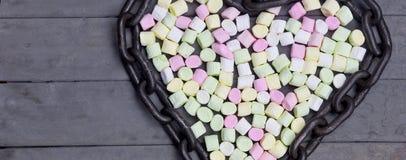 Forme de coeur de guimauve enchaînée valentine Images libres de droits