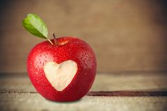 Forme de coeur sur Apple Images libres de droits