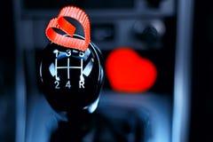Forme de coeur sur la boîte de vitesse manuelle la voiture Image libre de droits