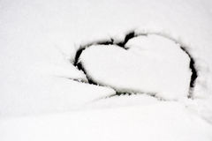 Forme de coeur sur la neige Images libres de droits