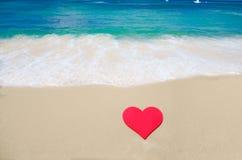 Forme de coeur sur la plage Images libres de droits