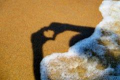 Forme de coeur sur le bord de la mer Photo stock