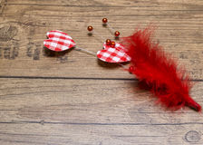 Forme de coeur sur le fond en bois Rose rouge Amour Images stock