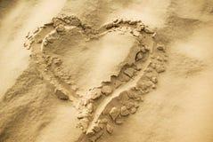 Forme de coeur sur le sable Image libre de droits