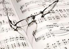 Forme de coeur sur un cahier de musique Images libres de droits