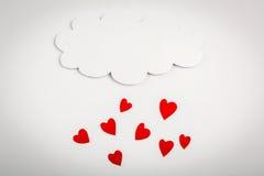 Forme de papier de coeur avec le symbole de nuage pour le jour de valentines avec la copie Photographie stock libre de droits