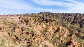 Forme de relief de canyon de Binggou Danxia Roches de grès rouge dans le Geopark photos stock