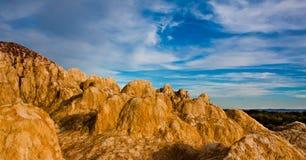 Forme de relief colorée de Yardang de plage photographie stock libre de droits
