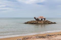 Forme de tortue de pavillon de bord de la mer dans les sud de la Thaïlande Images libres de droits