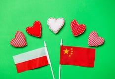 Forme del cuore e bandiere della Polonia e della Cina Immagini Stock Libere da Diritti