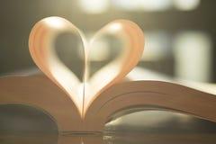 Forme douce de coeur de page de livre de papier Photos libres de droits