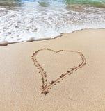 Forme du coeur la plage dans le Saint Valentin. Clo Photographie stock